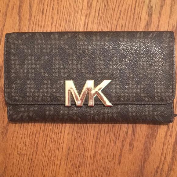 9bd04ec4dc5e Michael Kors Bags   Michael Signature Fulton Wallet   Poshmark